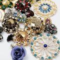 Наша шкатулка с сокровищами пополнилась невероятно роскошными пуговицами (называем эти произведения искусства пуговицами, скрепя сердце) от итальянской компании Secondo Stefano Pavese.