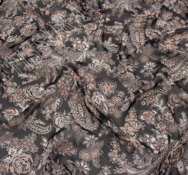 Ткань жоржет из 100% шелка, сочетание растительного принта и пейсли на черном фоне: основные цвета принта – молочный и светло-коралловый #1