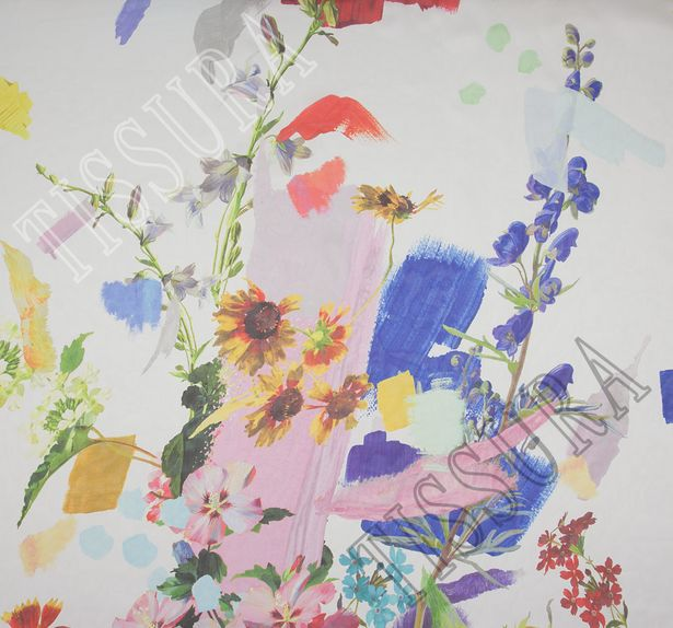 Шифон шелковый с цветочным узором на белом фоне. Яркий принт дополнен художественными мазками #1
