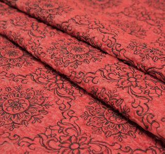 Жаккард красного оттенка с цветочным узором #1