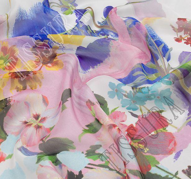Шифон шелковый с цветочным узором на белом фоне. Яркий принт дополнен художественными мазками #3