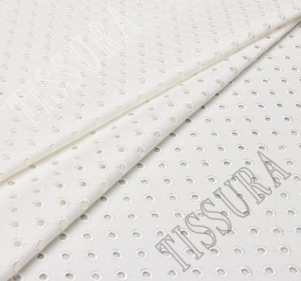 Джинсовая ткань молочного цвета из хлопка с эластаном, украшенная вышивкой «сангалло» #1