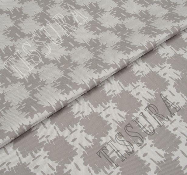 Жаккард двусторонний серо-белого цвета с абстрактным рисунком #1