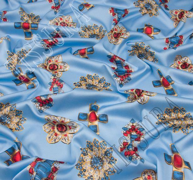 Атлас-стрейч с драгоценными украшениями на голубом фоне #1