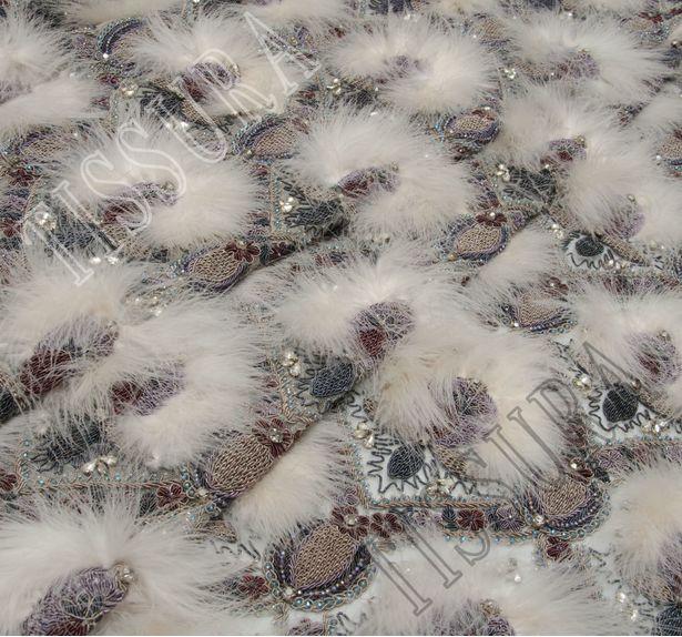 Сетка с вышивкой и перьями #1